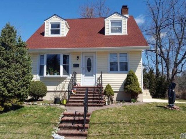 5 BR,  2.00 BTH  Cape style home in Little Neck